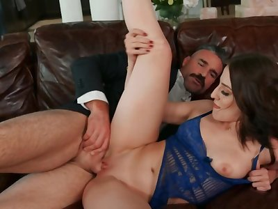 Excited and full-grown realtor fucks client's daughter on the sofa