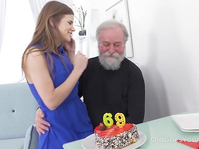 69 yo man gets a acceptable surprise from his sex emaciated girlfriend