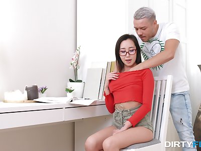 Aesthetic Asian beauty Li Karzy gets on the move with a old hand lover